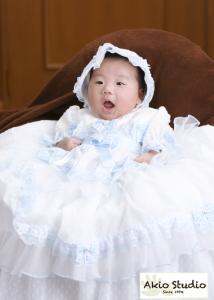 男の子の赤ちゃんもベビードレスをおめにしなります 初宮参り 水天宮前写真館