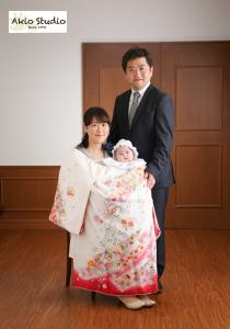 パパとママとお着物で、おひとり様をドレスで… 初宮参り 水天宮前スタジオ