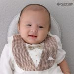 お召しの茶色いお衣装でもパシャリ☆お宮参りおめでとうございます!